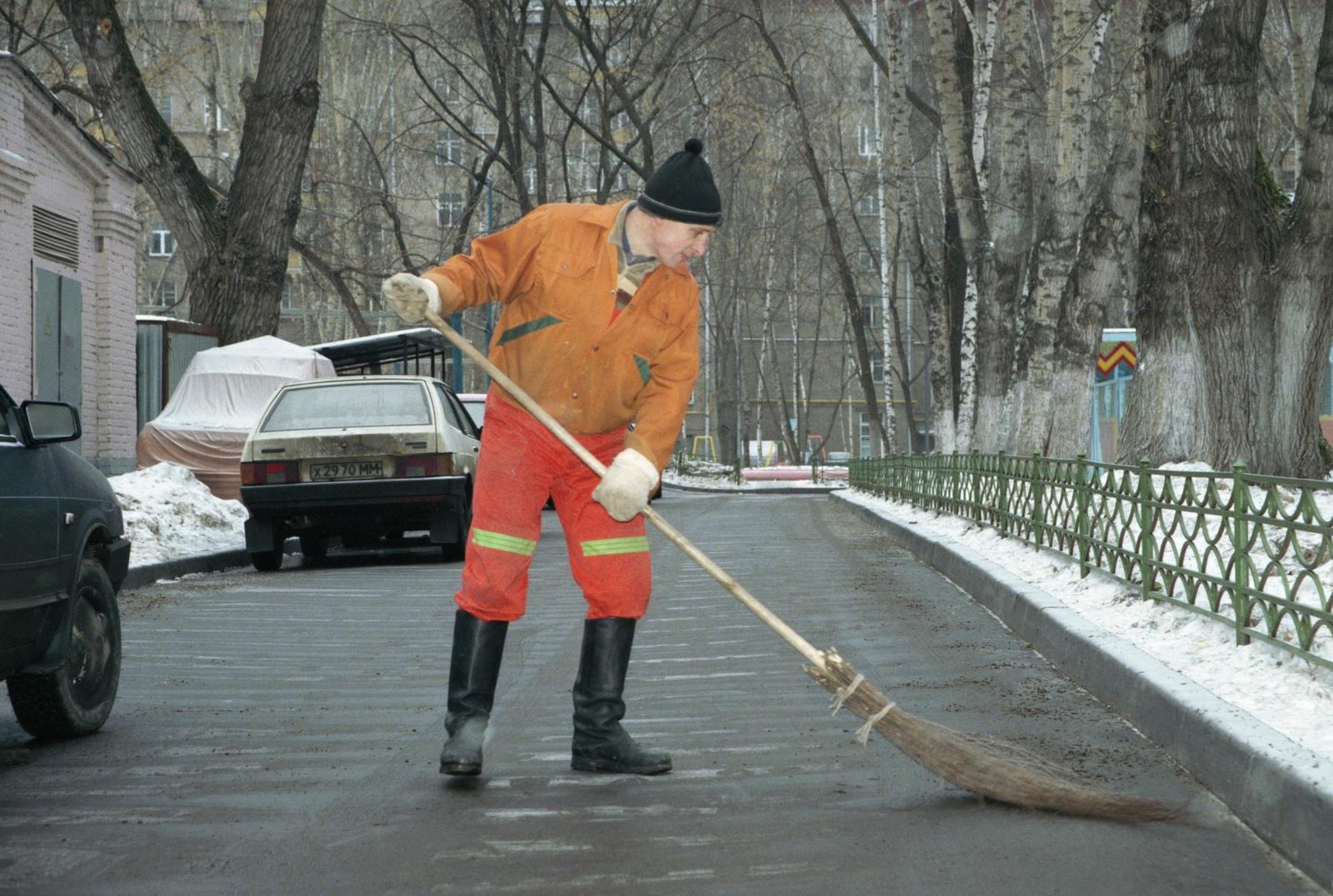 В Назрани повысили зарплату дворникам за счет управленцев сферы ЖКХ