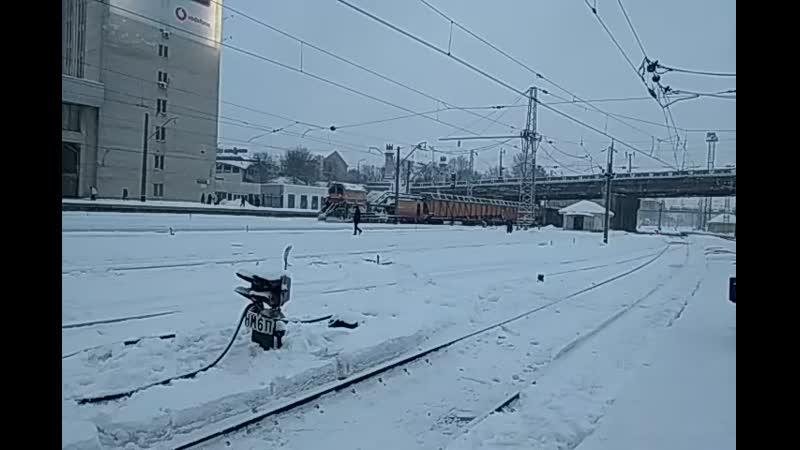 С пантографом Тепловоз ЧМЭ3-1308 со снегоуборочной машиной СМ2А на станции Харьков-Пассажирский