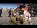 Дети на Красной площади обнимают ветеранов, говорят спасибо, читают им стихи и поют песни