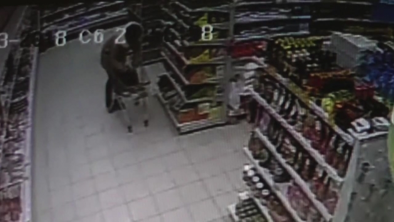 Девушка совершила грабеж в сетевом супермаркете