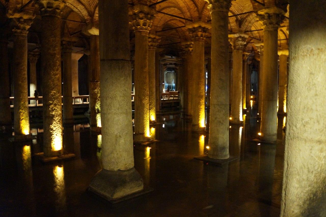 Цистерна Базилика - подземный дворец в Стамбуле можно, здесь, головы, желание, колонн, очень, случайно, загадать, палец, колонны, обойти, Софии, водохранилище, нужно, Святой, отверстие, Турки, колонне, углубления, отрывая