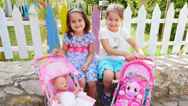 Oyuncak bebek çantalarını hazırlayalım | Maşanın oyuncakları