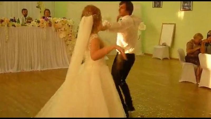 доча поздравляет троюродного братика на свадьбе