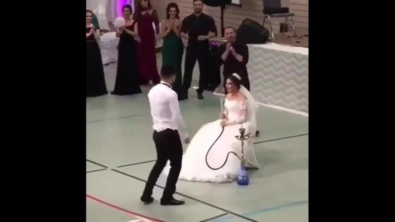 Дожили! Невеста на свадьбе с кальяном