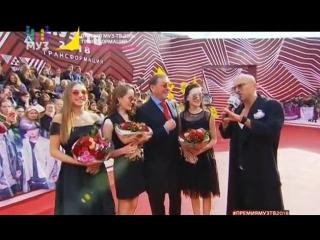 Григорий Лепс и COSMOS girls на красной дорожке премии МузТВ-2018