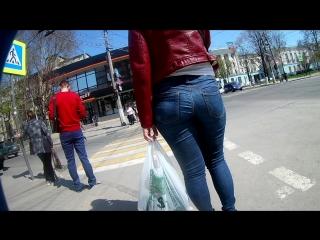 Попка идет по улице видео