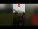 Несколько легковушек и грузовиков оказались под завалами упавшего моста в Италии