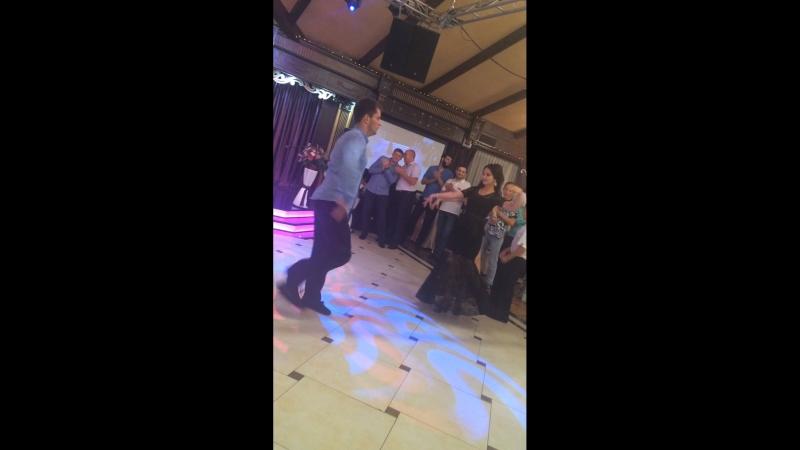 Как он красиво танцует ❤️