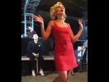 Полина Гагарина танцует на вечеринке LOVE RADIO