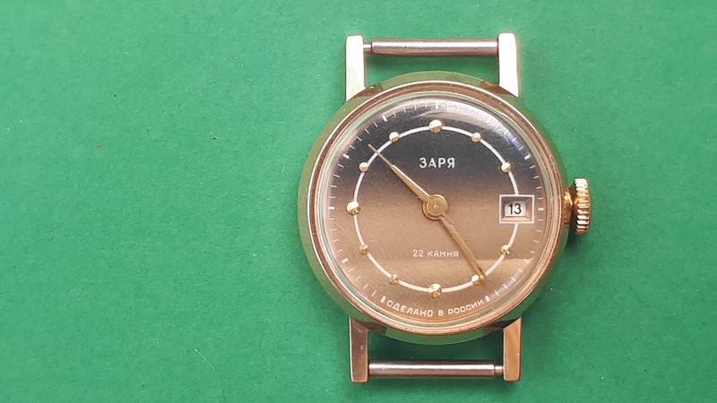 Женские часы Заря 22 камня сделановРоссии ( позолота корпуса часов )