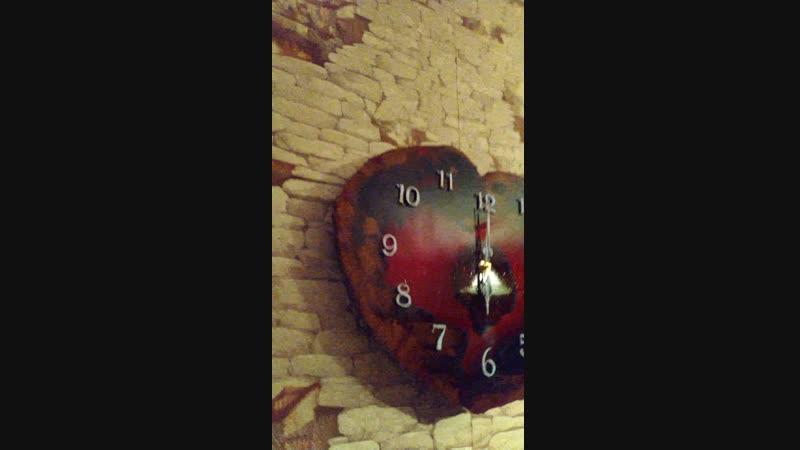 Часы ручной работы,смола, люминофор