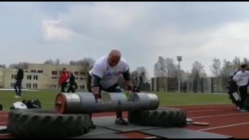 Видас Блекайтис (Литва), бревно - 180 кг 💪, показательное выступление в Бирштонасе 💪