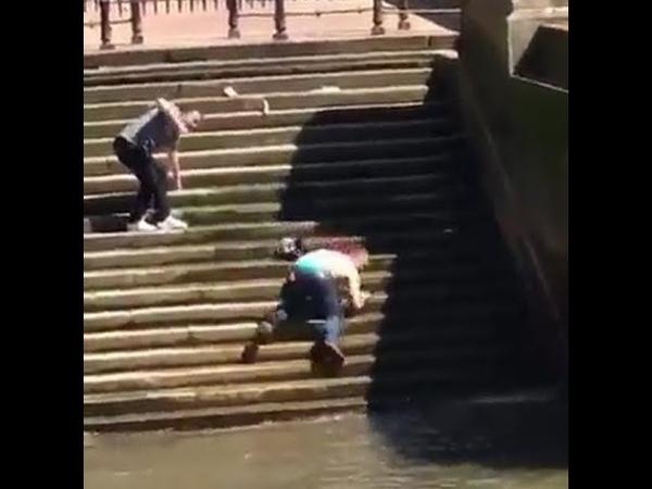 Смешно упал в воду в реку Темзу. МЕГА ФЕЙЛ