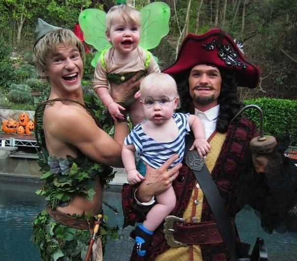 Семья Нила Патрика Харриса и их наряды на Хэллоуин  </p><p><div id=