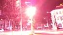 В центре Тулы с грохотом заискрился фонарь. Видео
