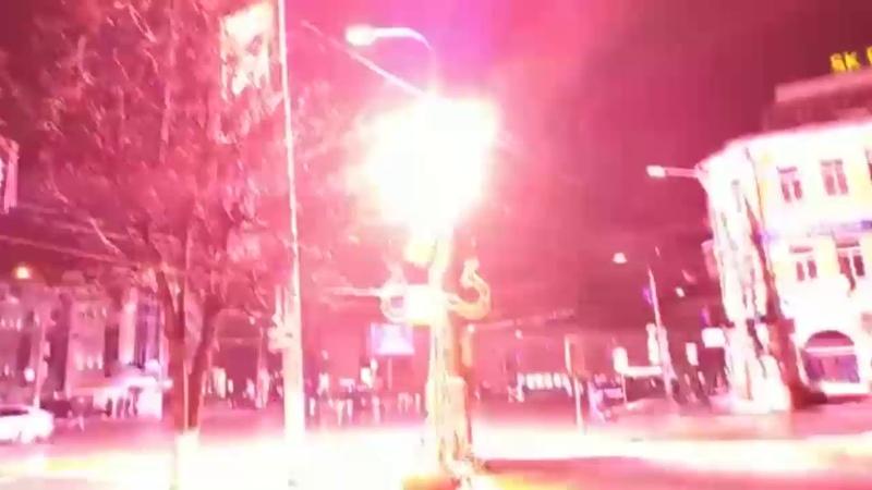 В центре Тулы с грохотом заискрился фонарь Видео