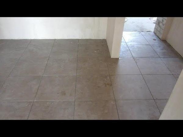 Особенности кладки плитки Paradyz Lensitile Grys Gres 45*45 на полу в коридоре