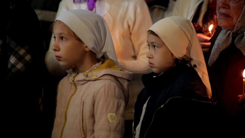 Митрополит Никодим совершил литургию в Вознесенском храме города Касли