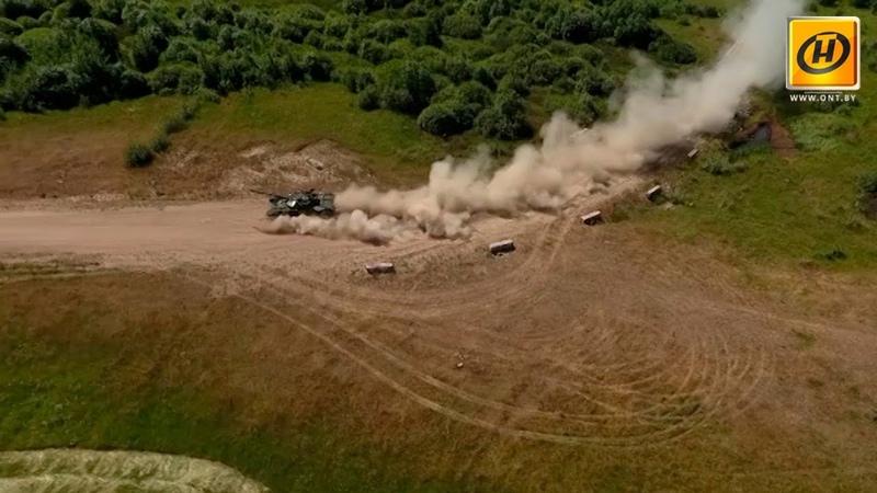 Белорусы выиграли первый заезд «танкового биатлона» на Армейских играх