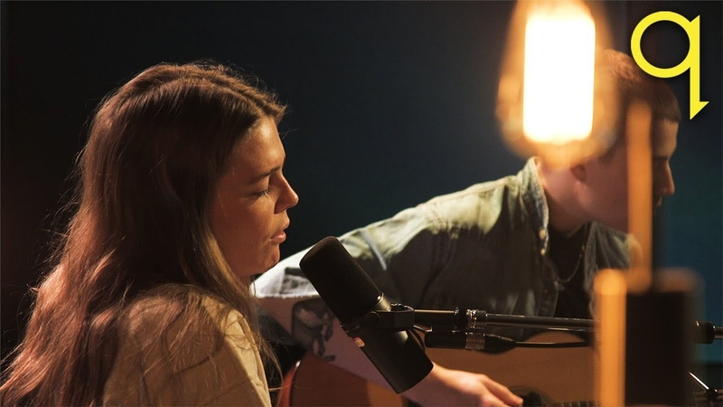 Maggie Rogers — Light On (live in the q studio)