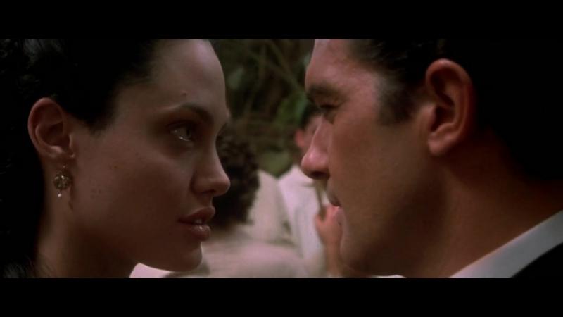Анджелина Джоли и Антонио Бандерас в фильме Соблазн 2001 год