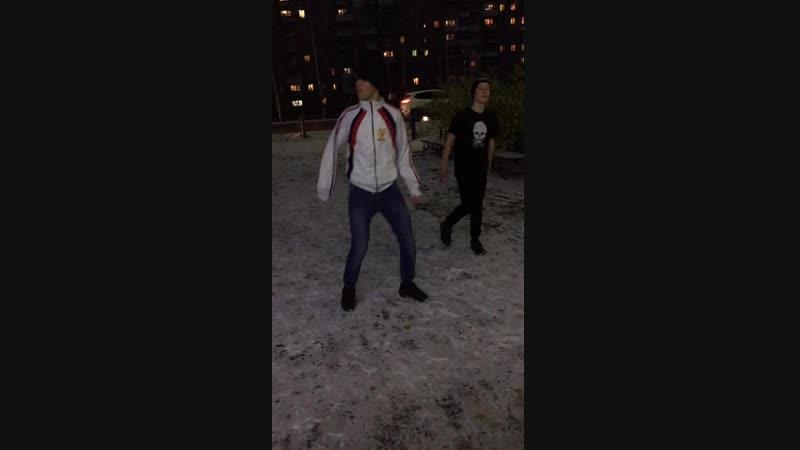 Shuffle - жалкая пародия справа,неповторимый оригинал слева