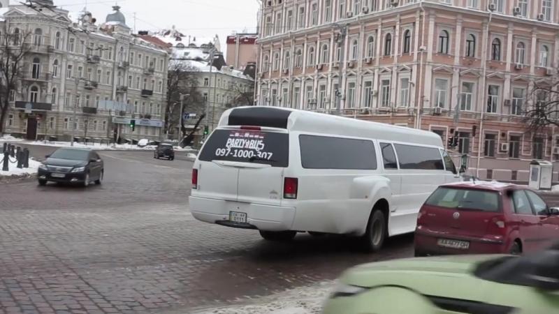 Невероятный лимузин из пикапа Ford F-650 на улицах Киева