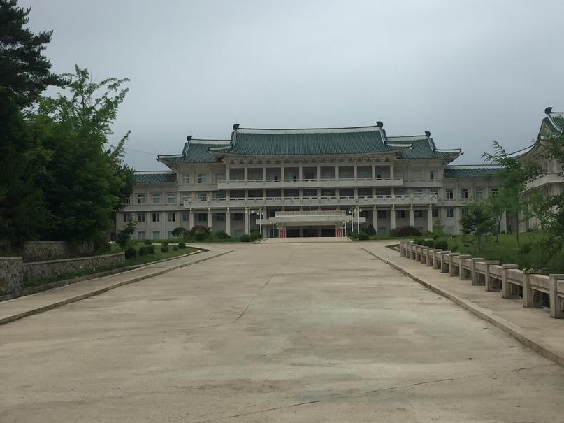Отчет о путешествии в Северную Корею 2018. Современное здание университета