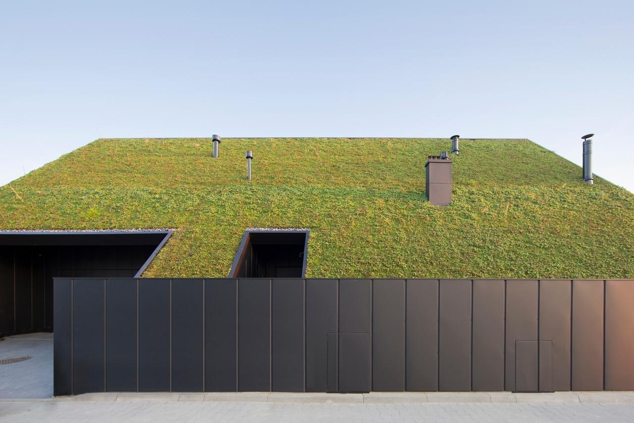 House Behind The Roof / Superhelix Pracownia Projektowa