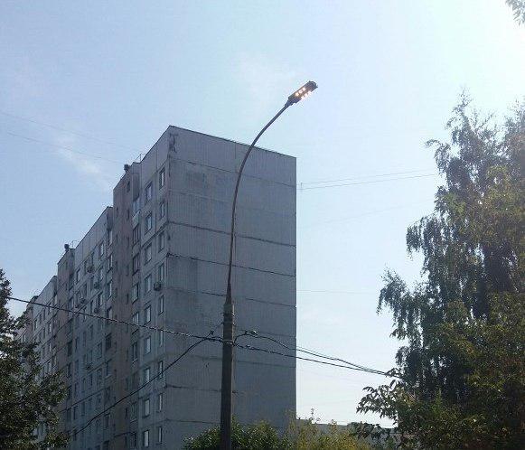 Освещение восстановили во дворе на Абрамцевской