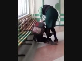 В Хабаровском крае учительница избила ученика прямо в школе