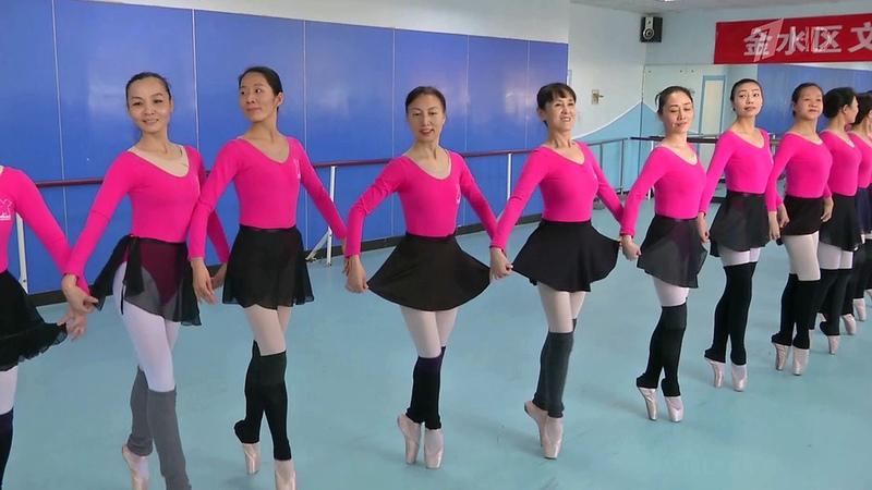 ВКитае дамы всех возрастов постигают искусство балета. Новости. Первый канал