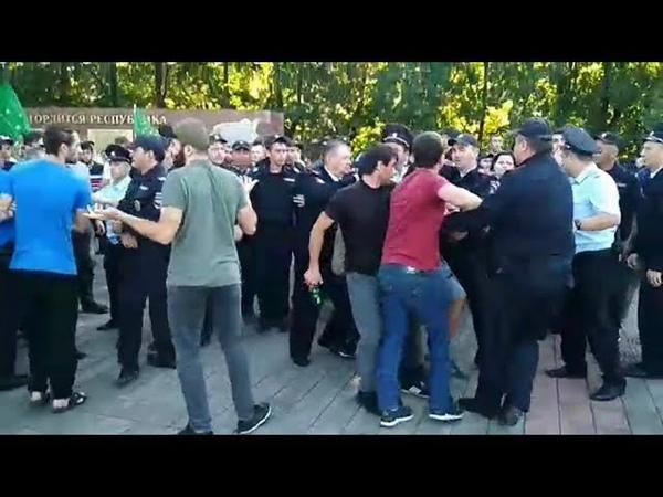 Балкарцы против адыгов: из-за чего начались массовые беспорядки в Кабардино-Балкарии