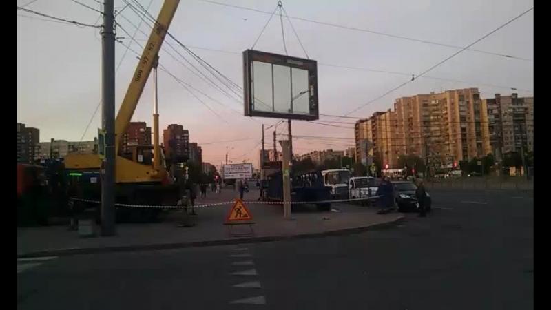 Реклама у метро Большевиков