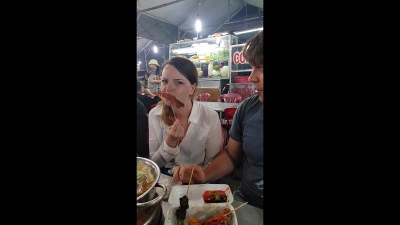 Стрит-фуд и суп Лао в Далате