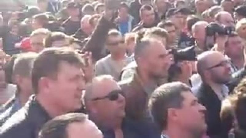 Краматорск пос Пчелкино 16 апреля 2014 Командир военных Украины пытается высту