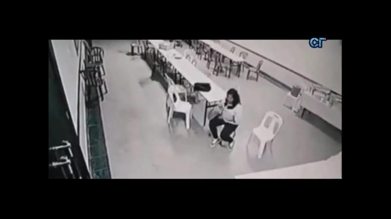 приведение в кафе кидает мебель двигает стулья реальное видео
