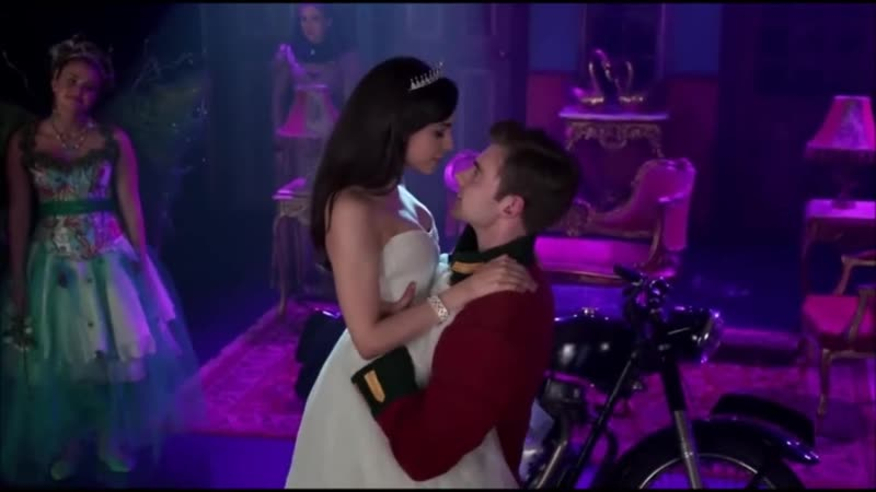 A Cinderella Story_ If the Shoe Fits - Song Why Dont I - Tessa and Reed Kiss [H