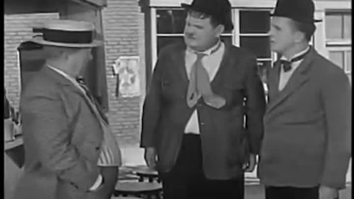 Laurel y Hardy En cada puerto un terror Español