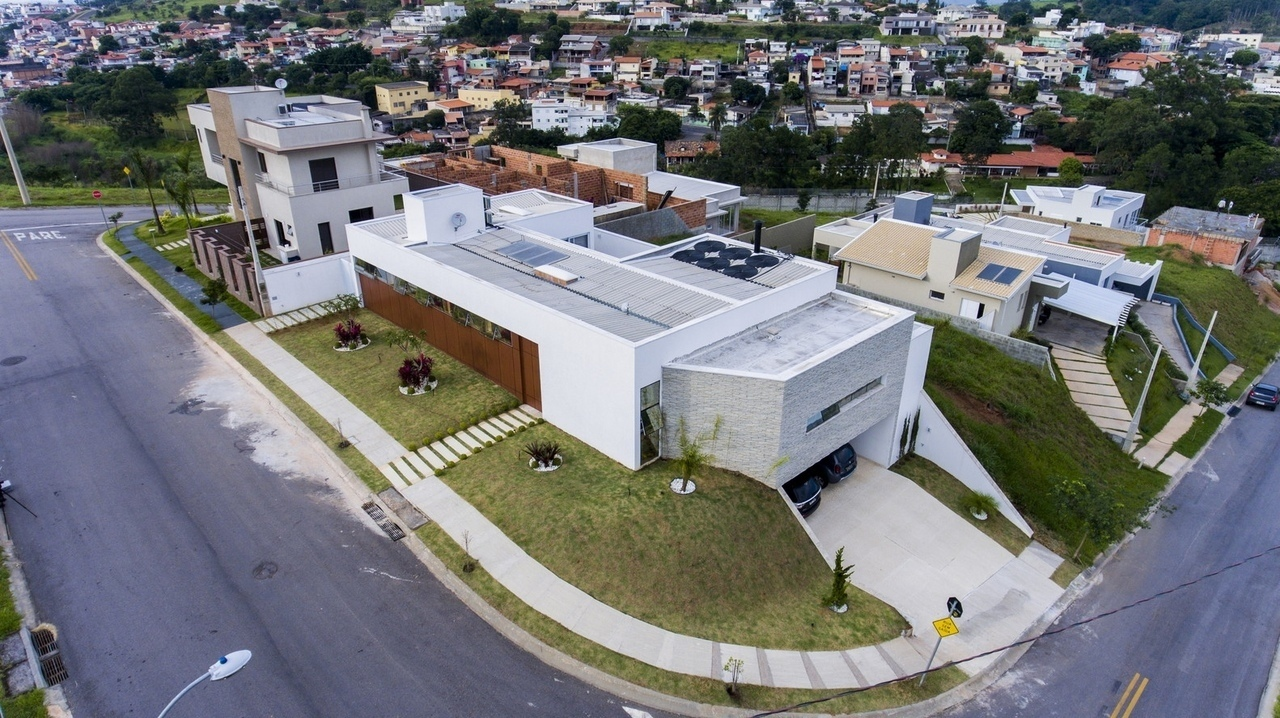Caxambu House / Aresto Arquitetura