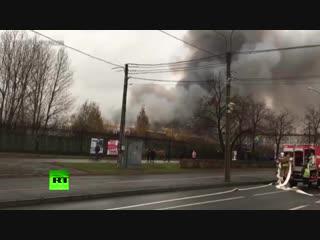 МЧС опубликовало видео пожара в гипермаркете в Санкт-Петербурге