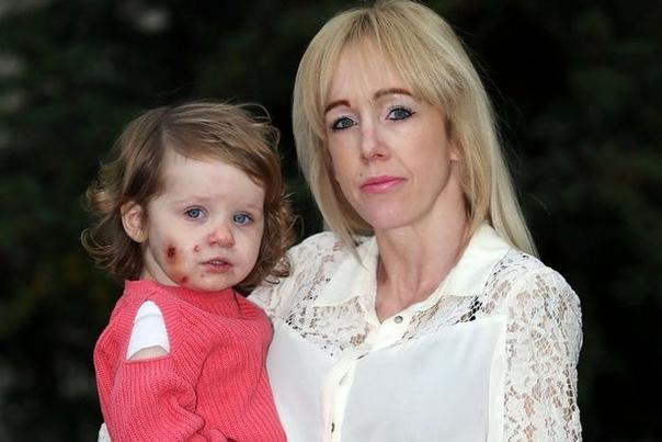 Бекки из города Лидс, Британия, отправилась со своими детьми в развлекательный центр Маленькие Пчелки. Старшие унеслись на игровую площадку, младшая, полуторагодовалая Уиллоу-Айви Доэрти,