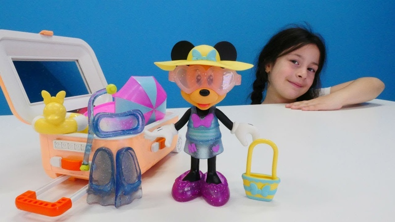 Bebek videoları. Minnie Mouse tatile bavul hazırlıyor.