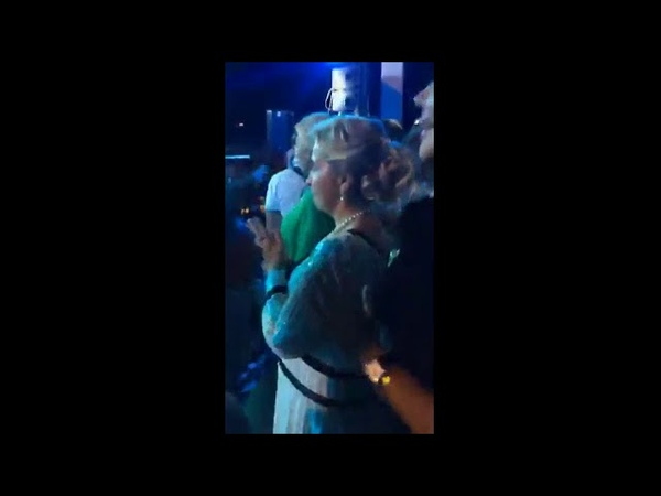 Жена премьера Светлана Медведева сплясала на концерте Верки Сердючки