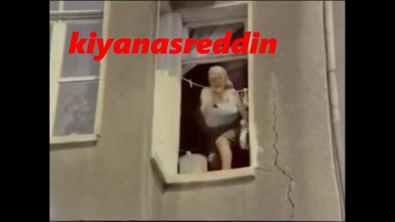 Türk filminde pencereden etekaltı frikik vermek - Remziye Fırtına Aydemir Akbaş - diyaloglar şahane