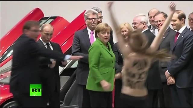 как девки Путина титьками напугали
