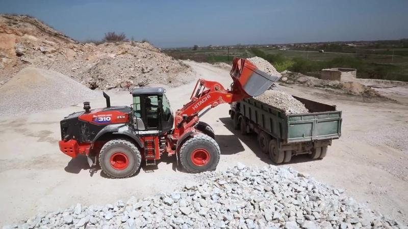 Новые экскаваторы Hitachi ZX350LC-6 и фронтальные погрузчики ZW310-6 работают в карьере Куртово-Конаре, Болгария