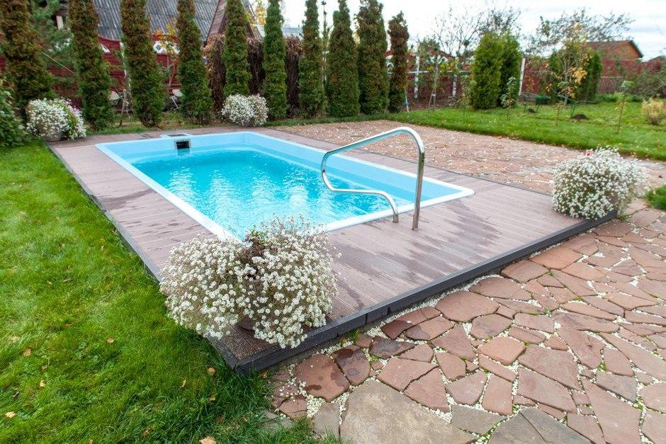 Заказать композитный бассейн, установка готового бассейна на даче, на участке дома