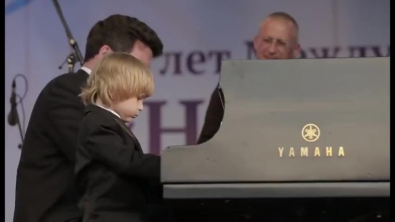 Будущий великий пианист Елисей Мысин (5 лет)