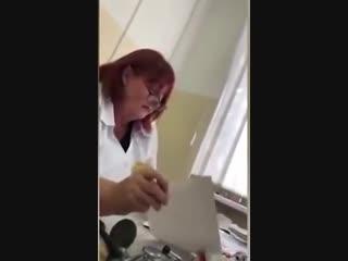 «Хоть сдохни» Врач отказалась выписывать рецепт девушке, пришедшей на прием без талона